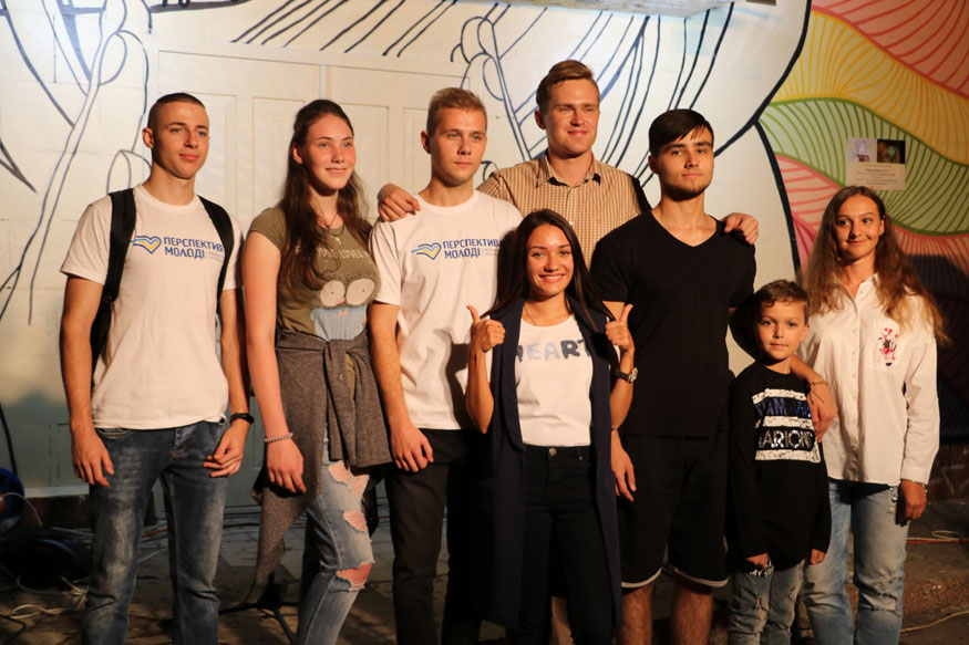 У Кропивницькому з'явився люмінесцентний стінопис «Королева ночі». ФОТО - 3 - Життя - Без Купюр