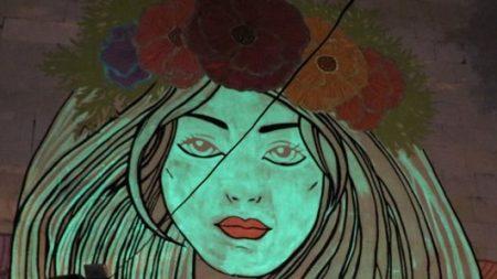 У Кропивницькому з'явився люмінесцентний стінопис «Королева ночі». ФОТО