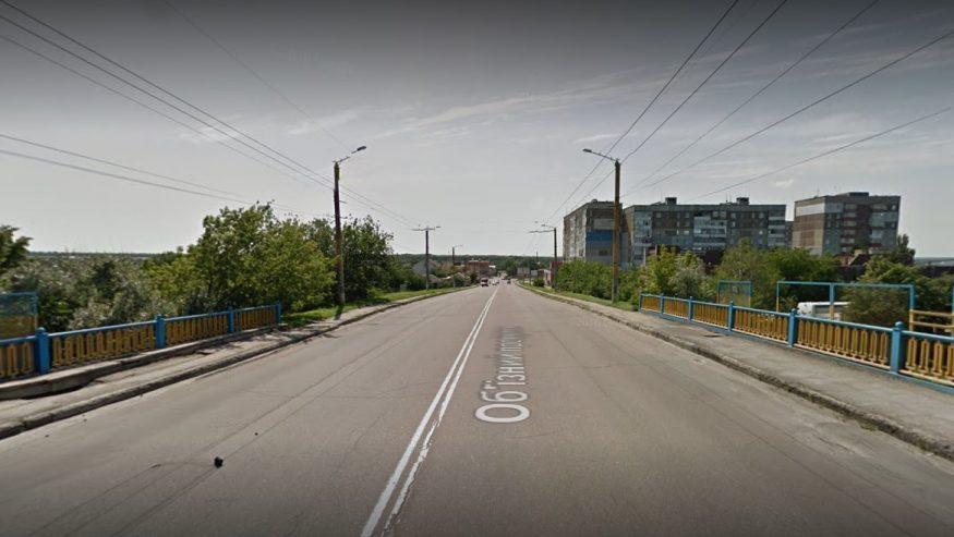 Без Купюр | Події | Сьогодні на мосту перед автовокзалом почнуть встановлювати обмежувачі руху 1