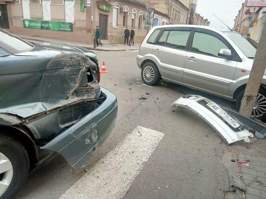 Доповнено: у центрі Кропивницького не розминулися Ford і Vauxhall. ФОТО - 4 - За кермом - Без Купюр