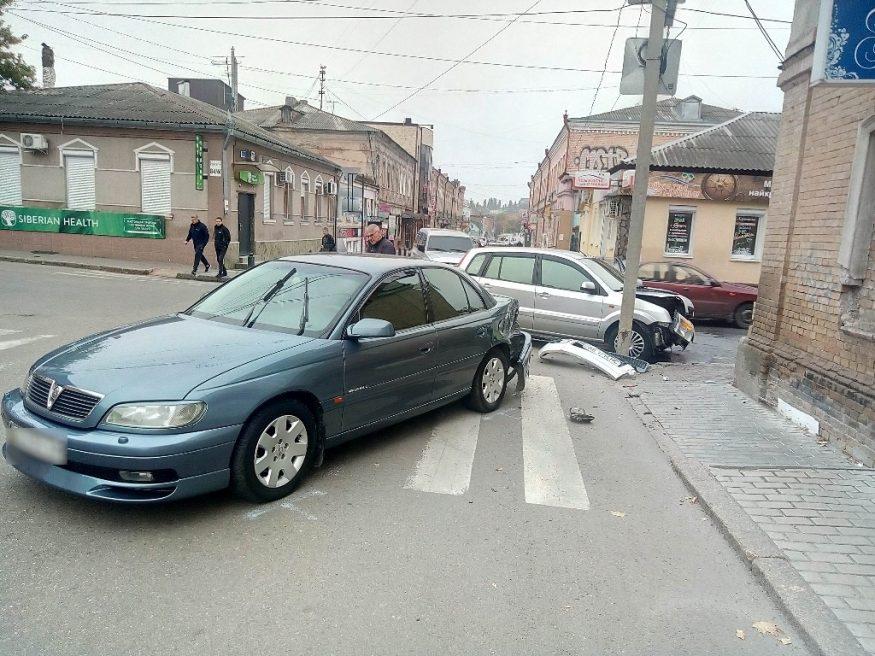 Без Купюр Доповнено: у центрі Кропивницького не розминулися Ford і Vauxhall. ФОТО За кермом  Кропивницький ДТП Аварія