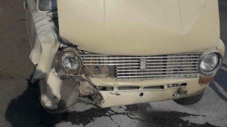 Кропивницькі патрульні допомогли водієві загасити  палаючий автомобіль. ФОТО