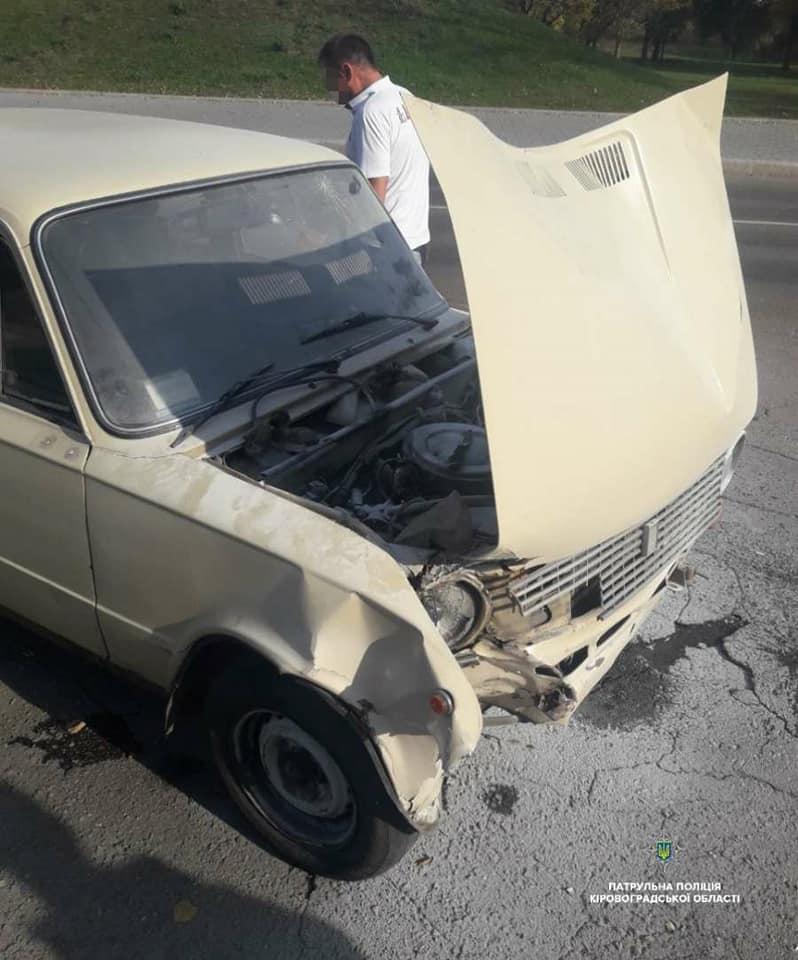 Без Купюр Кропивницькі патрульні допомогли водієві загасити  палаючий автомобіль. ФОТО За кермом  пожежа Кропивницький