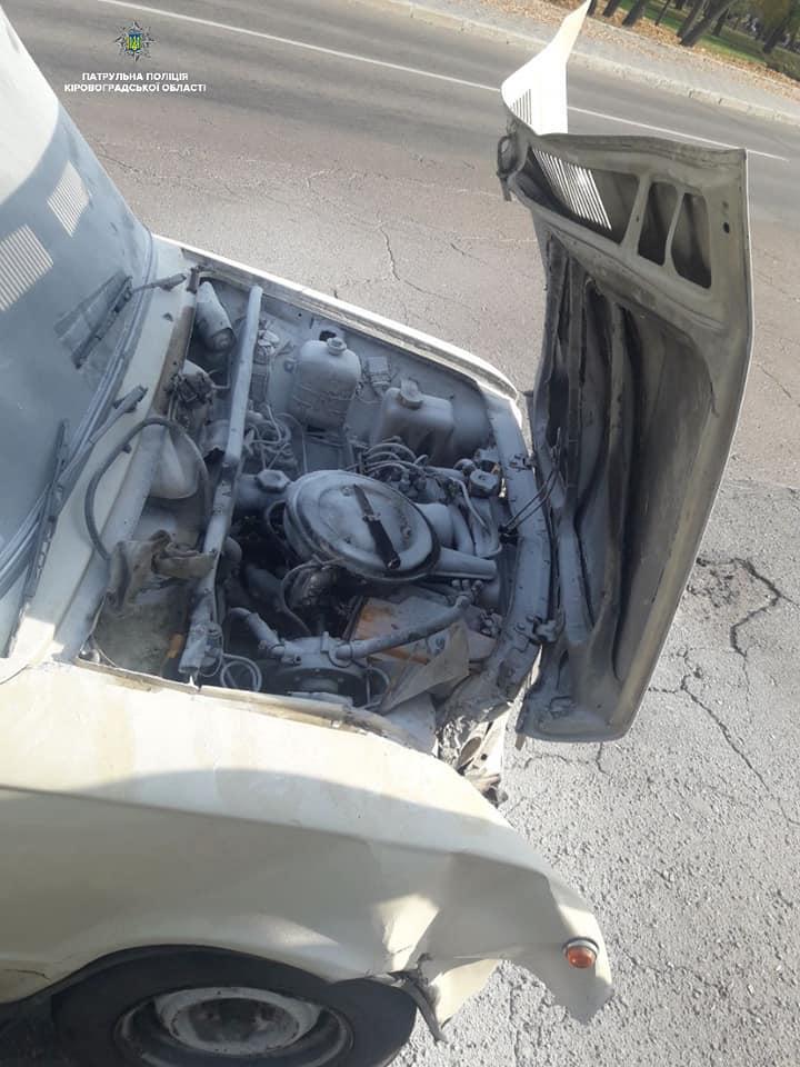 Кропивницькі патрульні допомогли водієві загасити  палаючий автомобіль. ФОТО - 2 - За кермом - Без Купюр