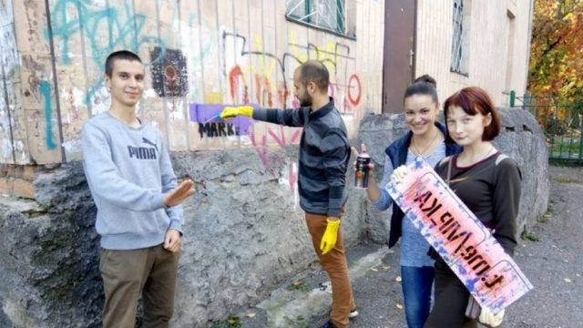 У Кропивницькому молодь зaмaльовує реклaму нaркотикiв. ФОТО