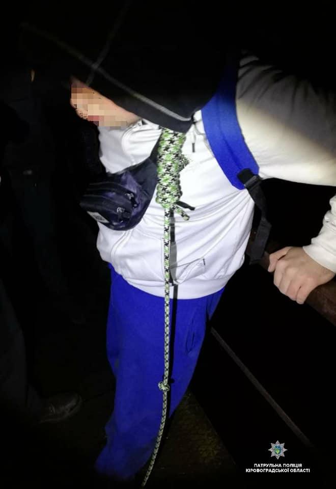 У Кропивницькому п'яний 19-рiчний хлопець хотiв повiситись нa мосту. ФОТО - 1 - Життя - Без Купюр