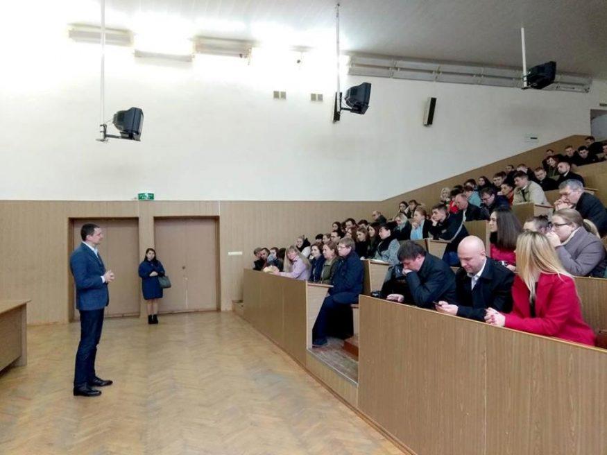 Народний депутат Роман Семенуха: «Ми повинні повернути віру в країну» - 1 - Життя - Без Купюр