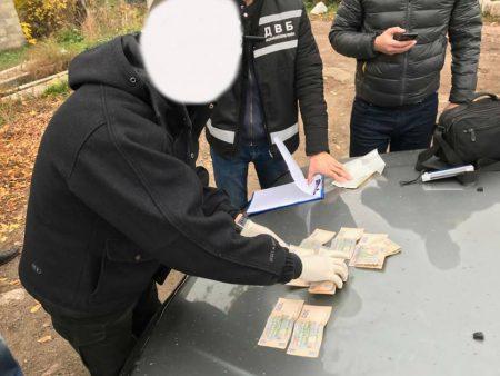 За підозрою у вимаганні 5 тисяч гривень хабара затримали оперуповноваженого. ФОТО