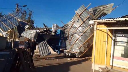 Через негоду оптовий ринок №1 в Кропивницькому залишився без даху. ВІДЕО