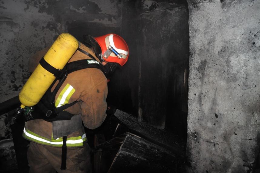 Без Купюр Вчора у Кропивницькому внаслідок пожежі загинули троє чоловіків Життя  пожежа Кропивницький житловий будинок ДСНС