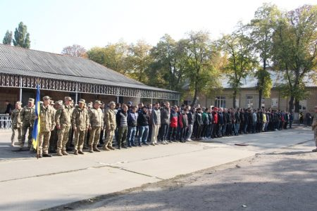 У Кропивницькому на строкову службу провели юнаків