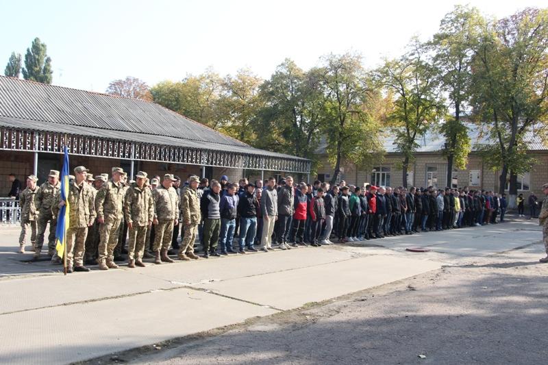 У Кропивницькому на строкову службу провели юнаків - 1 - Події - Без Купюр