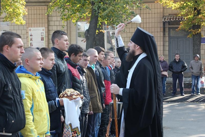 У Кропивницькому на строкову службу провели юнаків - 2 - Події - Без Купюр