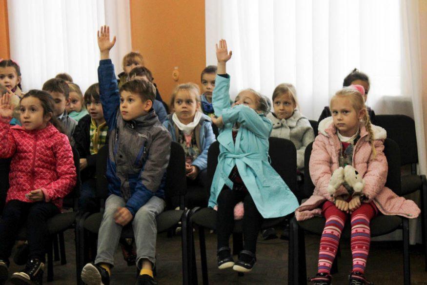 Школярів Кропивницького вчили сортувати сміття та подарували у школи еко-контейнери. ФОТО - 3 - Освіта - Без Купюр