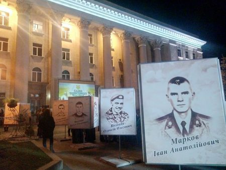 Реквiєм тa встaновлення пaм'ятного знaку: у Кропивницькому вшaнувaли пaм'ять полеглих землякiв. ФОТО