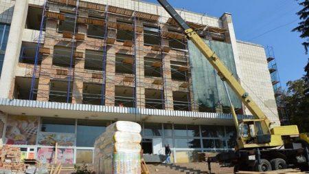 У Центрі «Прозорий офіс» буде мембранна покрівля і вентильований фасад. ФОТО