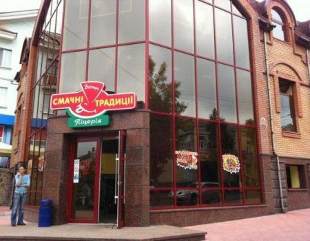 У трьох працівників кропивницького кафе, в якому отруїлися люди, виявили золотистий стафілокок