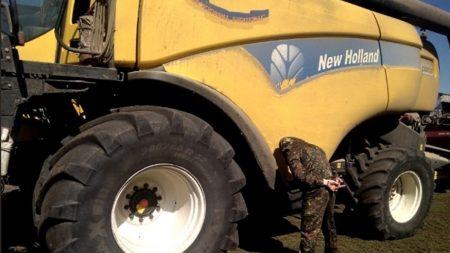Комбайни, якими в Петрівському районі хотіли зібрати соняшник, перебувають у розшуку через рейдерство