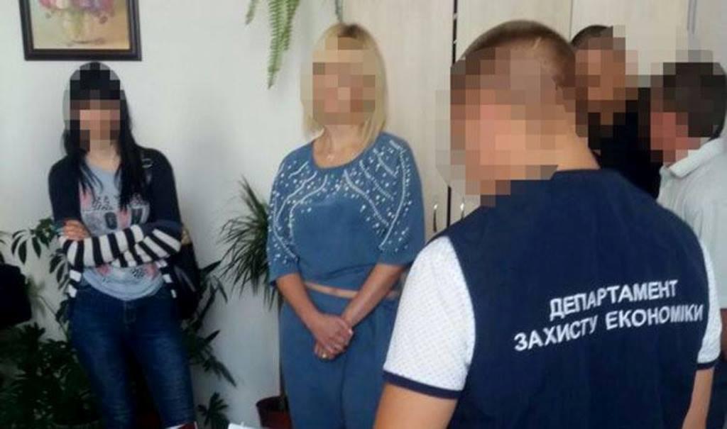 Більше не хабарниця: чиновниці Кіровоградської ОДА перекваліфікували статтю обвинувачення - 1 - Корупція - Без Купюр