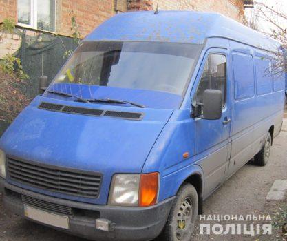 У Кропивницькому троє злодіїв викрали 170 тиcяч з машини. Поліція повідомляє про їхнє затримання.