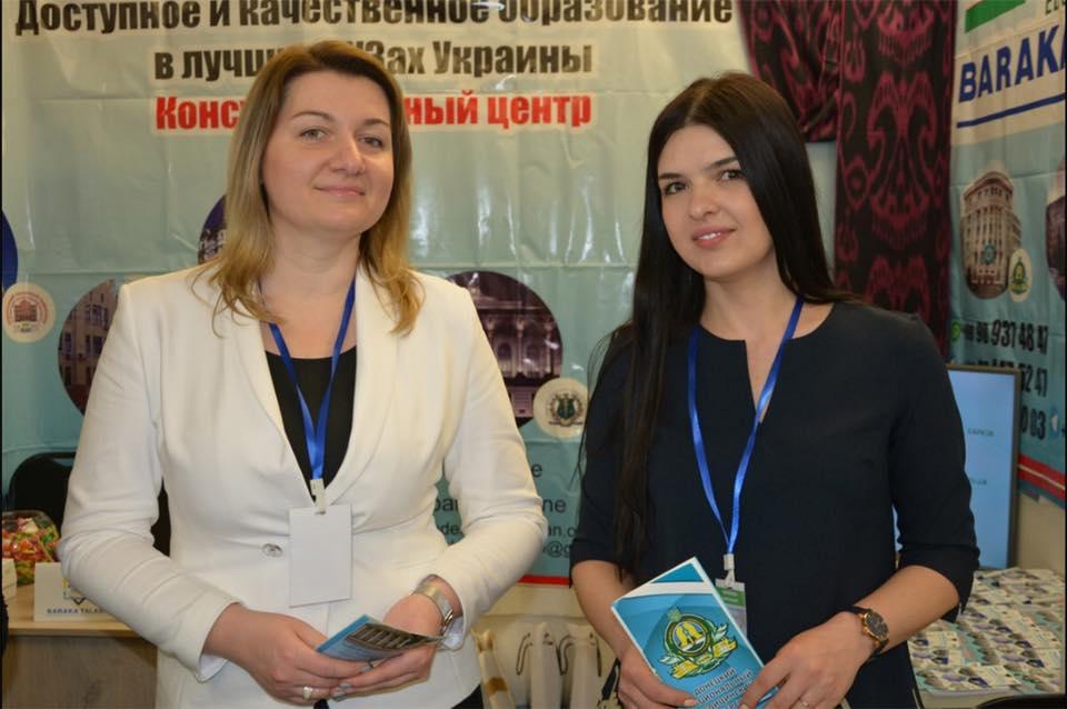 Алла Наволокіна і нинішня в. о. декана міжнародного медичного факультету ДНМУ Ірина Торбенко