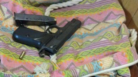 У Кропивницькому затримали озброєного чоловіка, що зчинив стрілянину у власному будинку. ФОТО