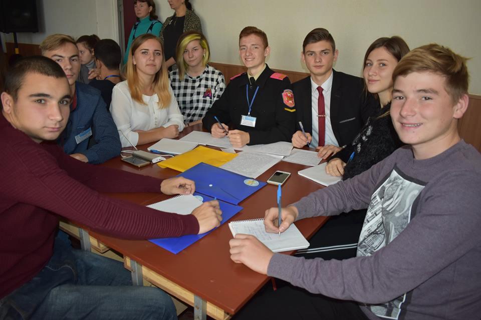 Без Купюр | Освіта | У Кропивницькому відбулась сесія обласного парламенту дітей 1