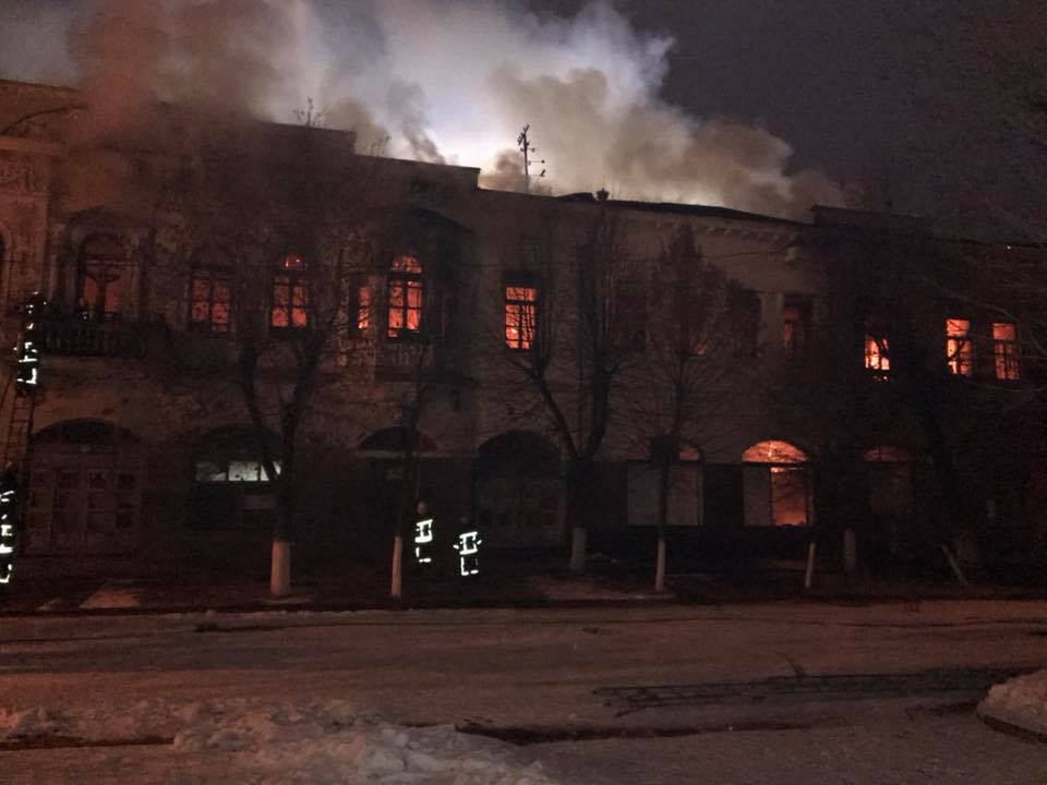 Пожежу на Дворцовій ліквідовували 65 пожежників та 13 одиниць техніки. ФОТО, ВІДЕО 3