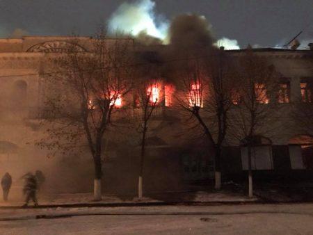 Пожежу на Дворцовій ліквідовували 65 пожежників та 13 одиниць техніки. ФОТО, ВІДЕО