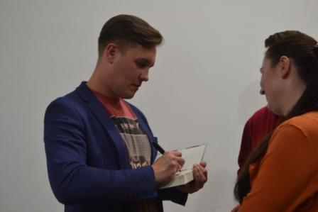 Олена Горобець   Культура   Макс Кідрук презентував у Кропивницькому новий роман «Де немає Бога», на черзі Олександрія 3