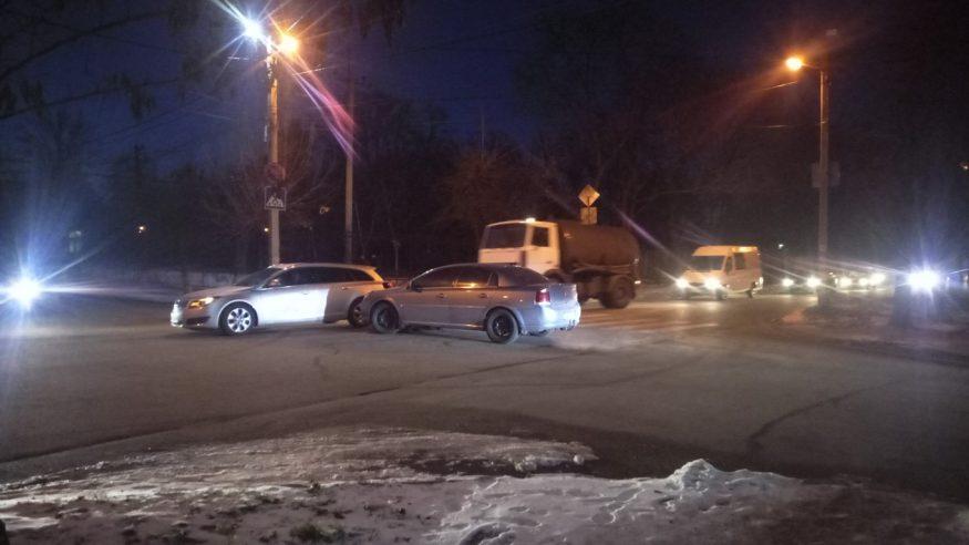 У Кропивницькому на розі вулиць зіткнулися Opel Vectra та  Opel Insignia. ФОТО, ВІДЕО