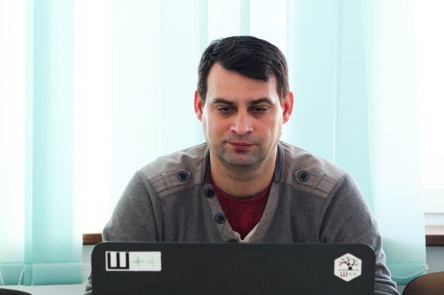 """Без Купюр """"Сидів у шахті з ноутбуком і виконував завдання"""": шлях кропивничанина від шахтаря до програміста Інтерв'ю  Школа програмування Ш++ програмування у Кропивницькому Кропивницький"""