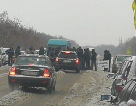 На Кіровоградщині ускладнений рух на двох ділянках доріг