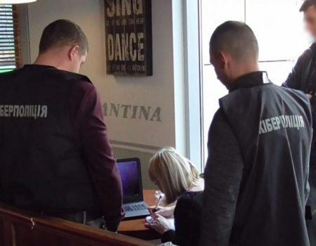 Правоохоронці з Кіровоградщини затримали чоловіка, який хотів продати базу даних клієнтів банку