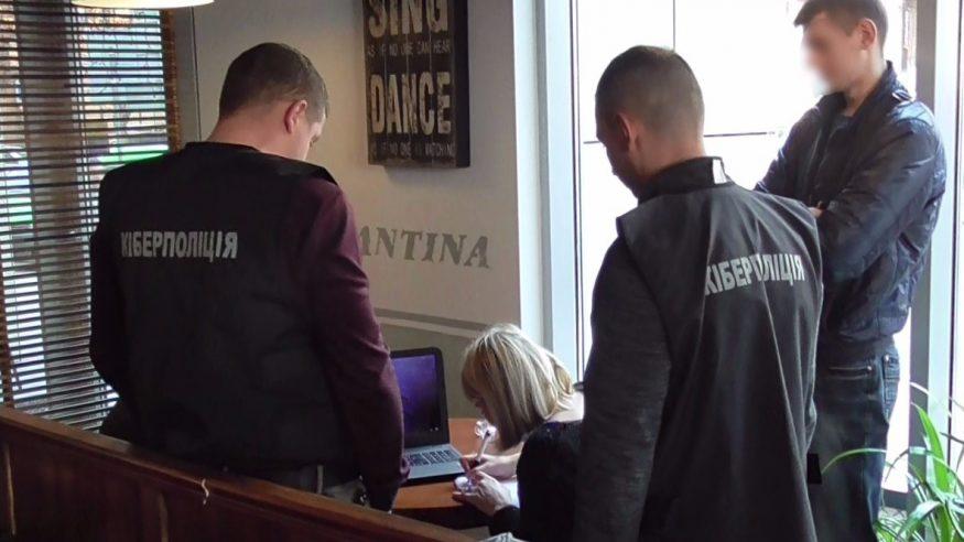 Правоохоронці з Кіровоградщини затримали чоловіка, який хотів продати базу даних клієнтів банку 1