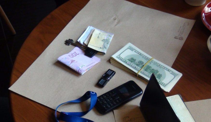 Без Купюр Правоохоронці з Кіровоградщини затримали чоловіка, який хотів продати базу даних клієнтів банку Кримінал  продаж персональних даних Кіровоградщина