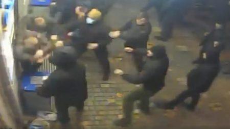 30 тітушок зчинили бійку під радіостанцією, в ефірі якої мав виступати Гриценко, є постраждалі. ВІДЕО