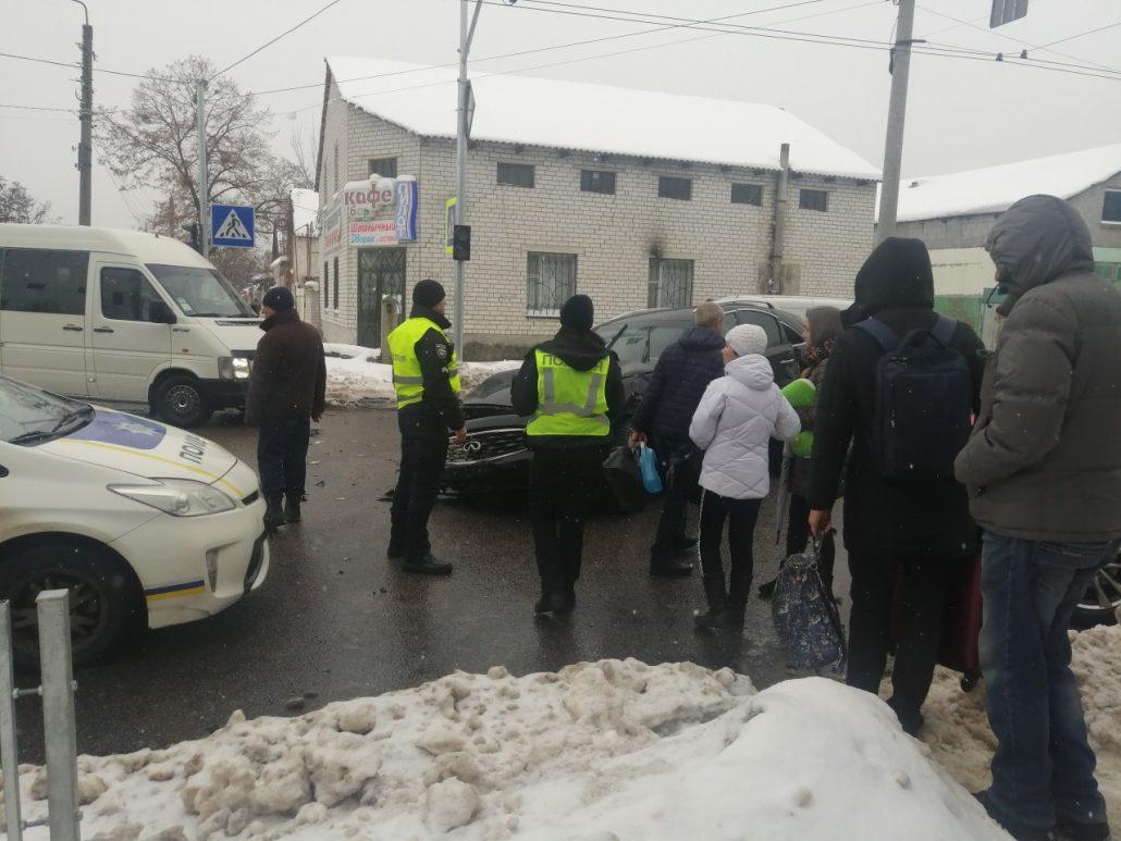 У Кропивницькому сталася ДТП за участі трьох іномарок. ФОТО
