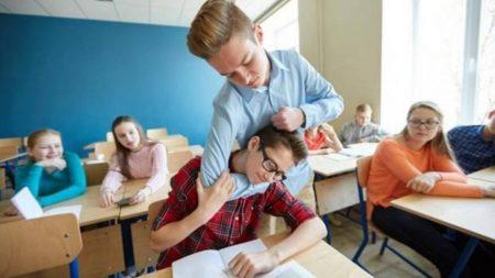 За цькування у навчальних закладах каратимуть штрафами кривдників або їхніх батьків