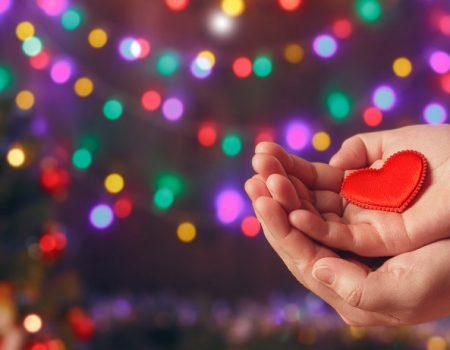 Новорічні подарунки і благодійність – як сумістити корисне з приємним
