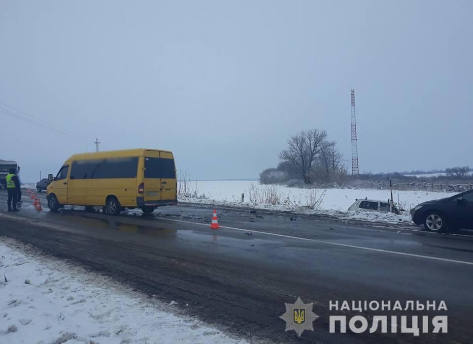 На Кіровоградщині автобус потрапив в ДТП - 1 - За кермом - Без Купюр