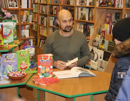 У Кропивницькому письменник  Сашко Дерманський зустрівся з маленькими і дорослими читачами. ФОТО