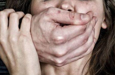 На Кіровоградщині поліція затримала двох молодиків, які зґвалтували жінку