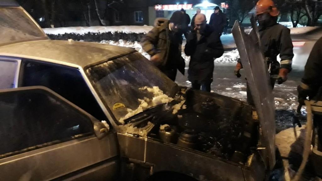 У Кропивницькому горіло авто. ФОТО, ВІДЕО - 1 - Події - Без Купюр