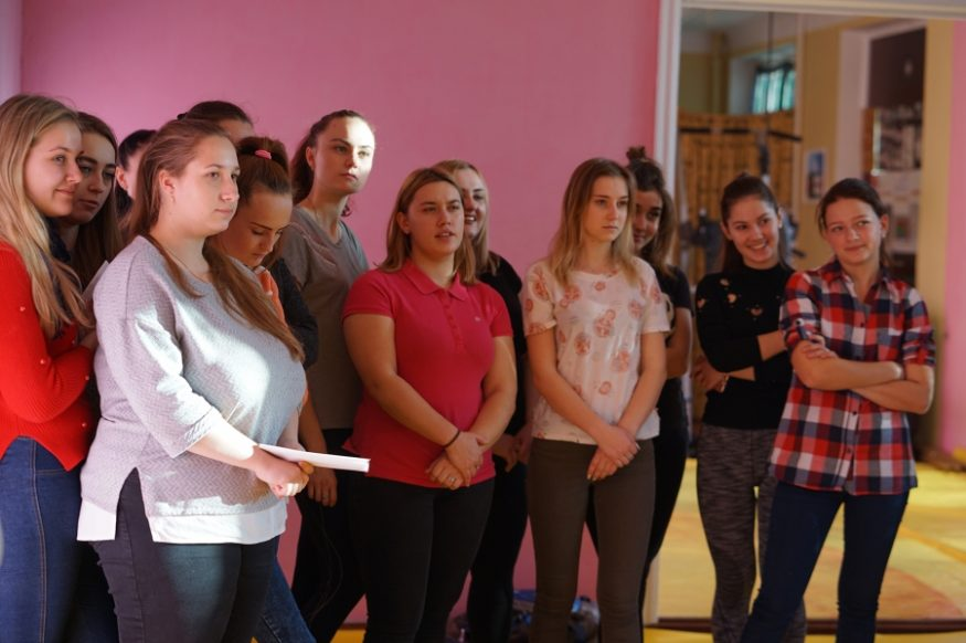 Без Купюр У Кропивницькому жінок і дівчат навчали, як оборонятися від кривдників Життя  самооборона домашнє насильство 16 днів проти насильства