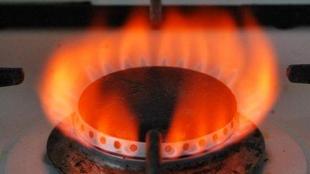 """У """"Нафтогазі"""" стверджують, що газ гріє гірше через брудні плити й низький тиск. ВІДЕО"""