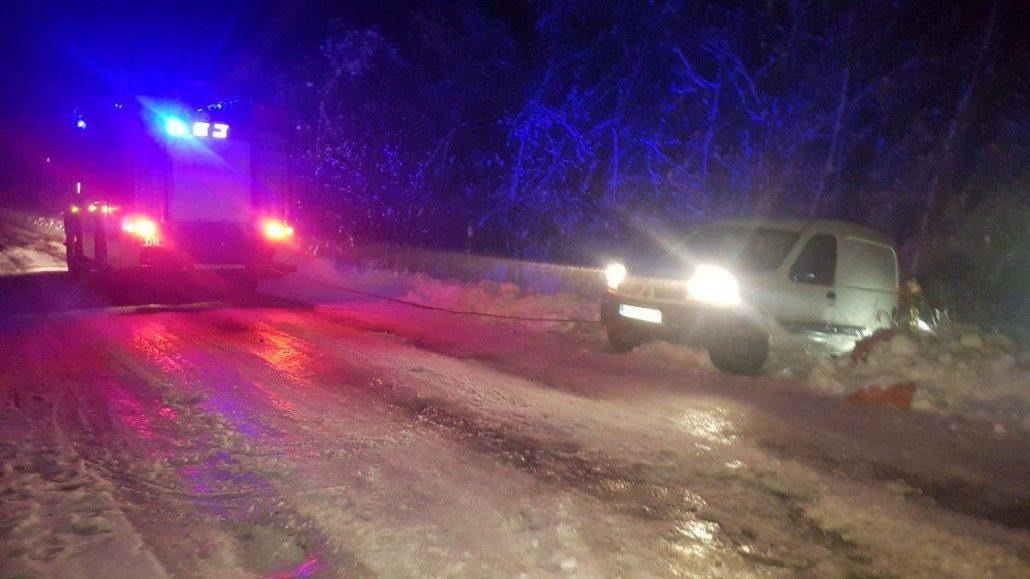 На Кіровоградщині рятувальники тричі за добу допомагали водіям на складних ділянках доріг - 2 - За кермом - Без Купюр