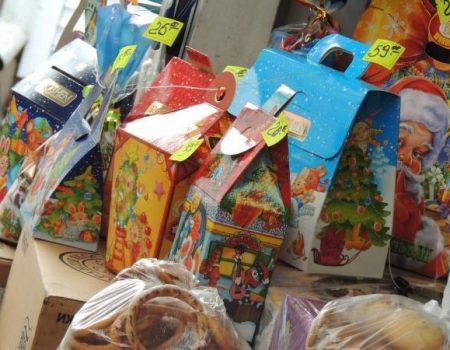 Цукерки від президента й депутатів: у кого купували новорічні пакунки для дітей Кіровоградщини