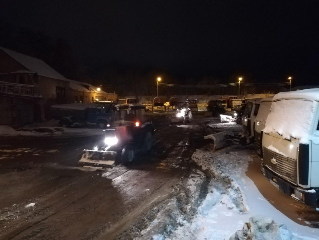 Без Купюр Комунальники повідомили, скільки техніки виїхало на розчищення вулиць Кропивницького Події  сніг розчистка доріг Кропивницький