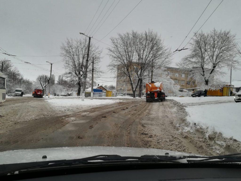 Комунальники Кропивницького відзвітували про розчистку доріг від снігу. ФОТО 1